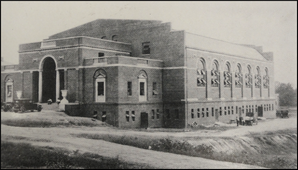 Thompson_Gymnasium_1925
